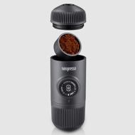 Billede af Wacaco Nanopresso rejse espressomaskine i koksgrå med sort nonwoven pose